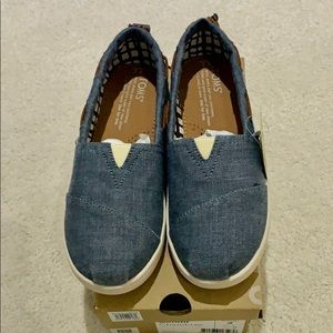 NWT Kids Toms chambray shoes